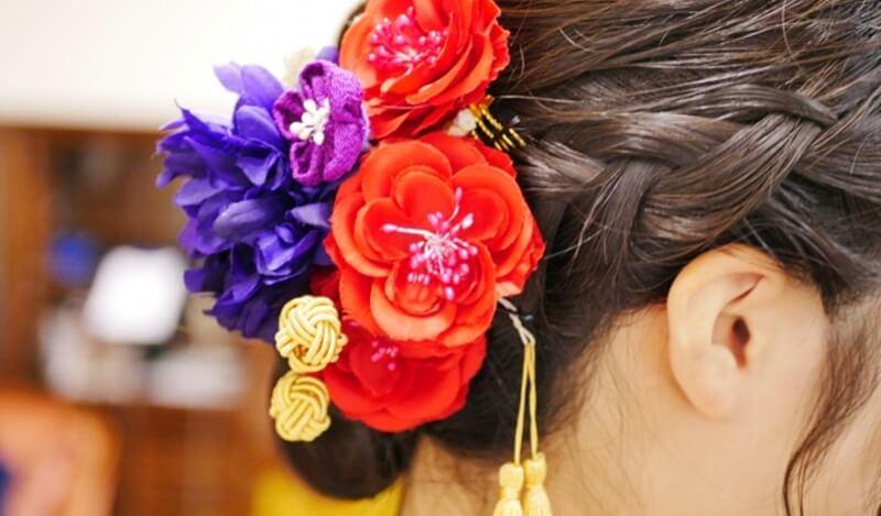 合わせる髪飾りの色で卒業式の袴スタイルに変化が